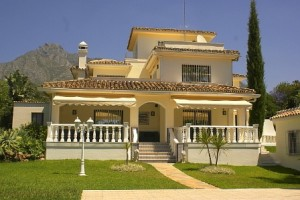 A LOVELY FAMILY HOME IN THE RESIDENTIAL AREA OF MARBELLA - NAGUELES - SIERRA BALANCA