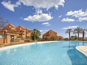 Price Reduced from 235.000 to 199.000 / 3 bed apartment on a front line golf development on one of Marbella´s best known golf courses