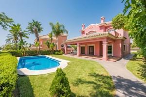 Frontline golf villa in Guadalmina Hoyo 4 N2 FOR SALE in Marbella