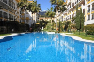 COSTA NAGUELES 1. MARBELLA GOLDEN MILE! Walking distance to beach, shops and amenities.