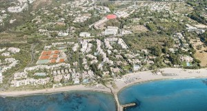 Contemporary designer houses for sale in Marbella, situated on The Golden Mile within walking distance of all local amenities and sandy beaches. Currently under construction and due completion May 2017,