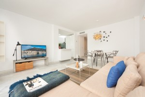 This is a recently refurbished 2 bed  1 bath freshly designed apartment located in the heart of Nueva Andalucía (Marbella).
