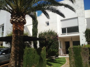 Large 5 bedroom townhouse in Guadalmina Baja in a fantastic location close to the beach, golf course and amenities.