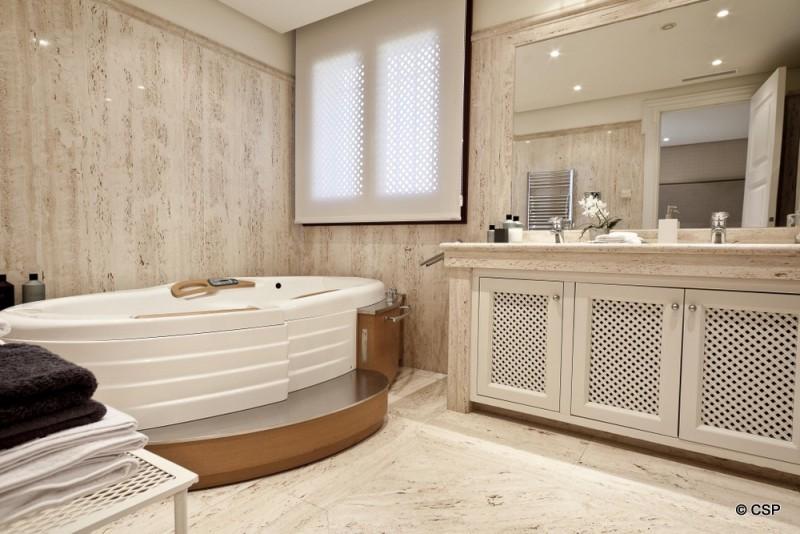 26_Bathroom 1