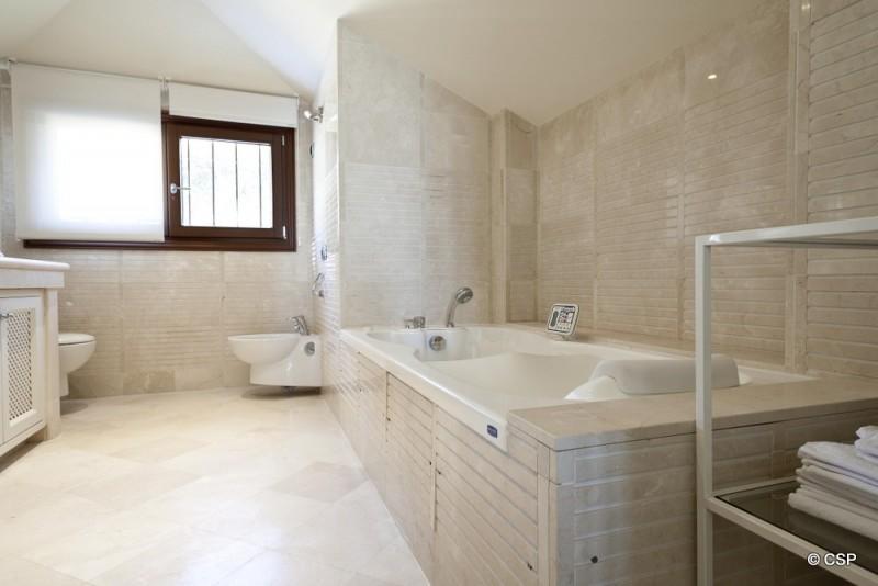 31_Bathroom 2