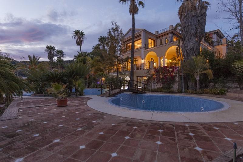 villa at night
