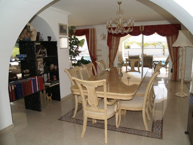 H1378_10_Dining Room 422