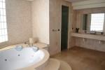 DSC_0567 main bath 1