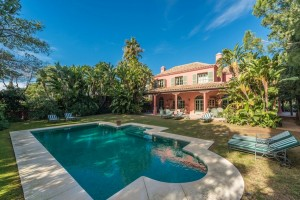 Villa for sale in Las Chapas, Marbella, Málaga, Spain