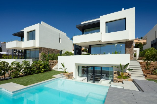 Villa Sprzedaż Nieruchomości w Hiszpanii in El Paraiso, Estepona, Málaga, Hiszpania