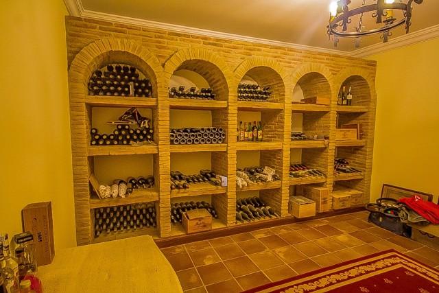 CSP-V1634_14_Wine cellar