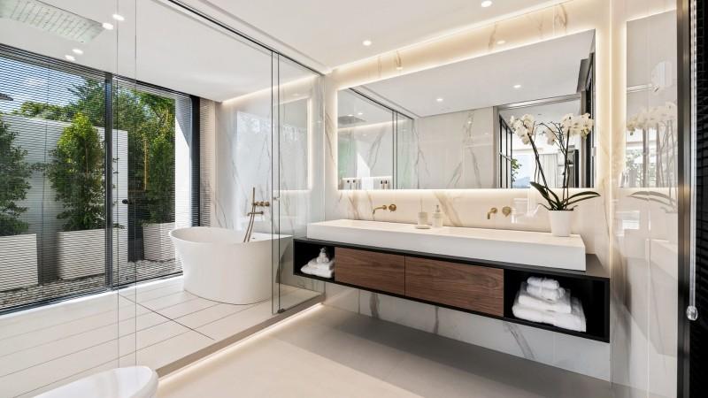 Main bathroom 2