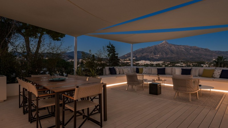 Roof terrace by night 2