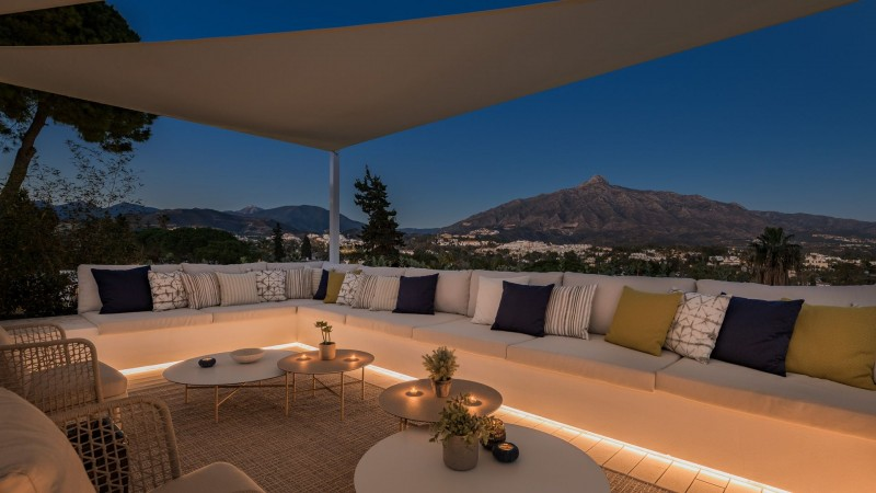 Roof terrace by night 3