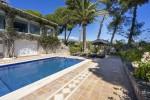 Sunbathing area & pool
