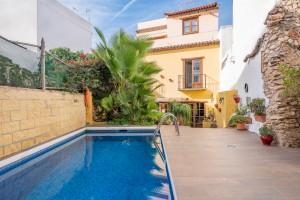 779697 - Hostal for sale in Nerja, Málaga, Spain