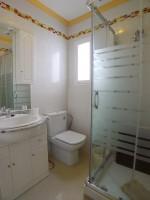 R944 bath1 (Medium)