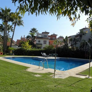 Wonderful beachside townhouse with sea views Garden Beach, New Golden Mile
