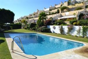 3 bed apartment with super views in La Quinta, Benahavis
