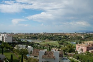 Stunning 2 Bed Apartment in Los Famingos Golf
