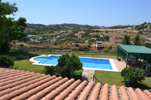 Private finca with stunning views to East of Estepona