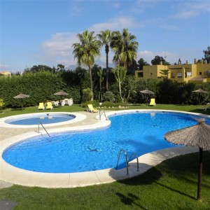 Frontline golf apartment in Guadalmina