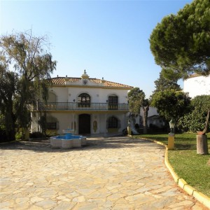 Villa of grand proportions in Estepona