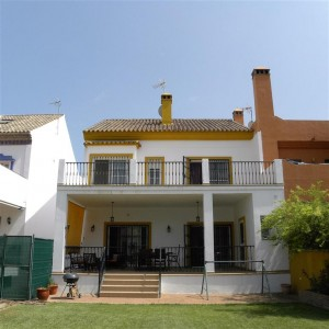 Immaculate semi detached villa in Nueva Andalucia