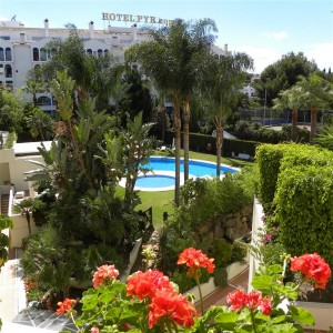 2 bed apartment with sea views in Puerto Banus