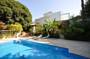 Superb modern villa near Aloha school in Nueva Andalucia