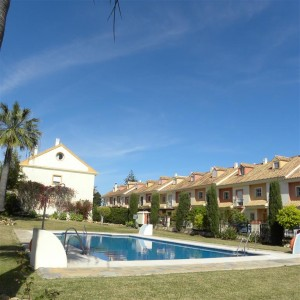 Large 4 bed townhouse on corner plot in San Pedro Alcantara