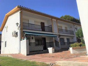 Cheap 2 bed apartment beachside of Atalaya, New Golden Mile