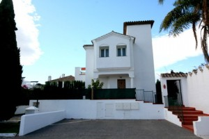 Modern corner townhouse beachside of Benamara off New Golden Mile