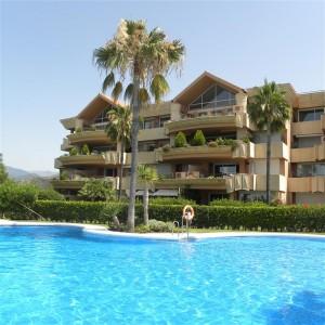 Modern 2 bed apartment in Magna Marbella, Nueva Andalucia