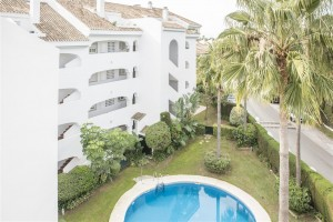 Frontline golf duplex penthouse in Guadalmina Baja