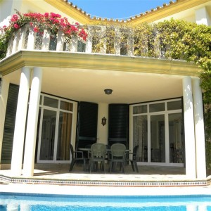 Beautiful villa for sale with sea views in Guadalmina Baja
