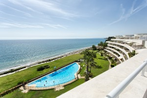 Stunning modern beachfront penthouse with pool in Estepona