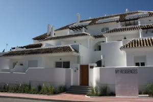 High quality contemporary renovated 1, 2 and 3 bedroom apartments in the heart of Nueva Andalucia