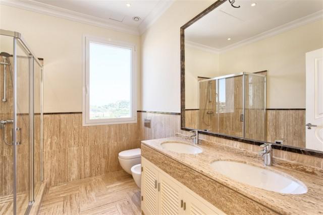 22 Guest bathroom (Custom)