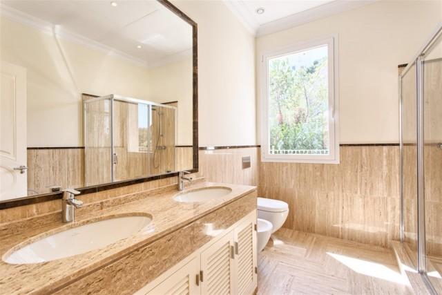 26 Guest bathroom (Custom)