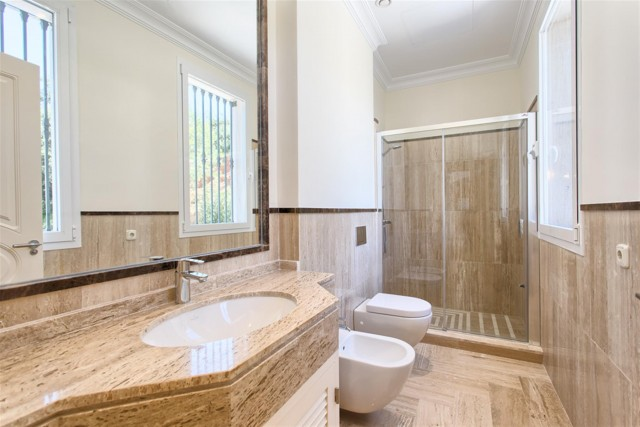 28 Guest bathroom (Custom)