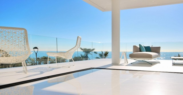 Amazing, Beachfront ´Smart´ Apartment For Sale, Beachfront location. Estepona.  (33)
