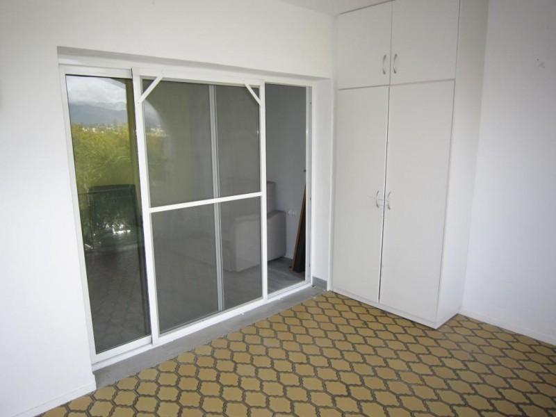 mini_Reformed converted studio apartment Paradise Club  (3)
