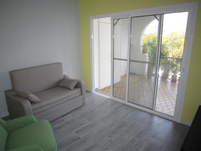 mini_Reformed converted studio apartment Paradise Club  (5)