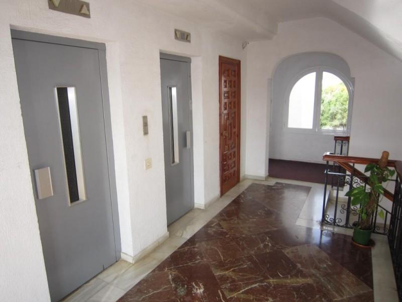 mini_Reformed converted studio apartment Paradise Club  (12)