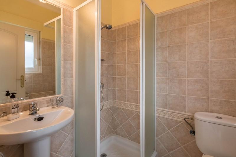 15 Bathroom 2