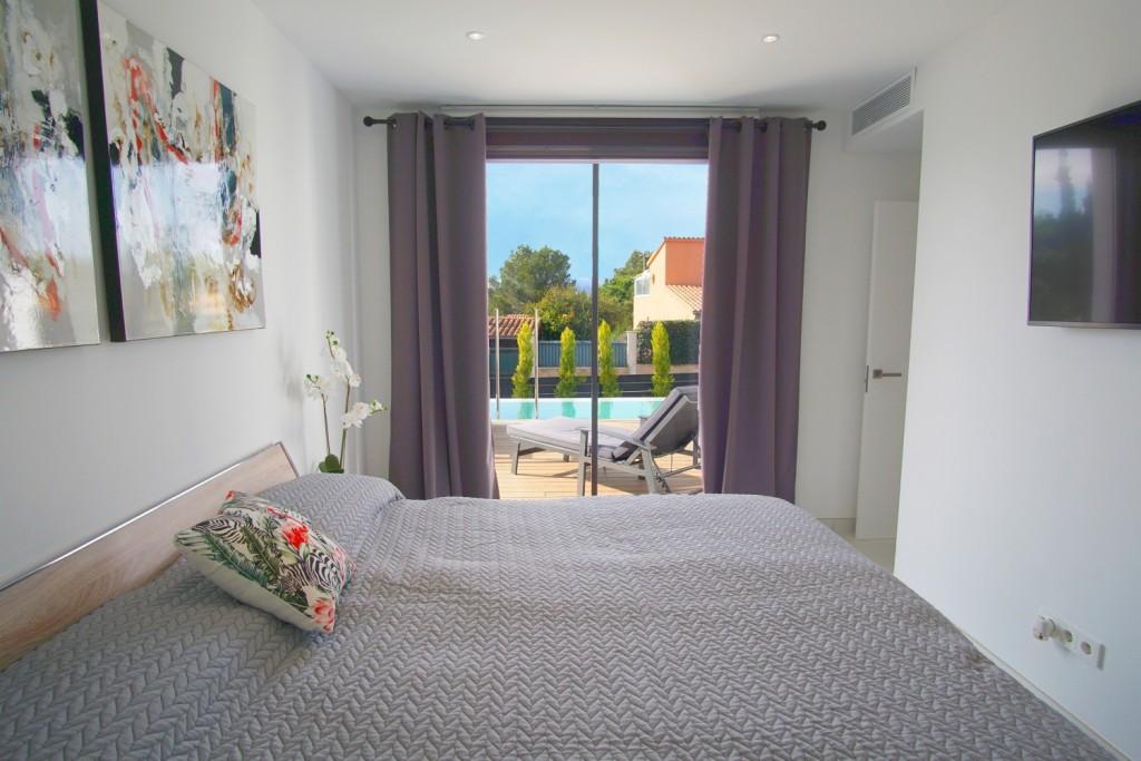 bedroom-poolview