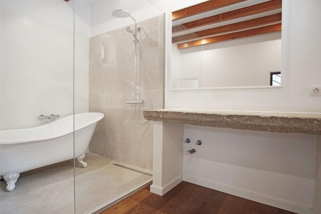 Pollensa town house bathroom