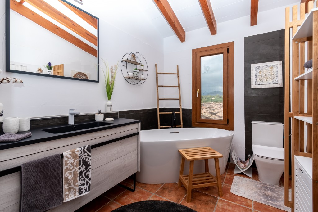 Pollensa country home bathroom