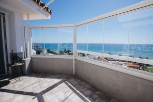 2 Bed Rennovated Apartment Stunning Sea Views!